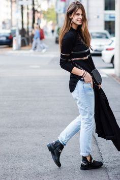 Tomboyish  #modeblog #fashionblog #whaelse #streetstyle #insp #fashion #style #outfit #howtowear #whattowear #boyfriend #jeans #levi's #vintage #oversized #blazer #chain #boots #Zara #H&MxAlexanderWang #Mesh #CutOut #RebeccaMinkoff #SkylarMini