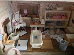 Ein Bad im Puppenhaus
