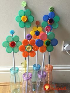 Diy Bottle Cap Crafts 733875701756787489 - Recycle bottle cap flower Source by thiaultannemarie Bottle Top Art, Bottle Top Crafts, Bottle Cap Projects, Diy Bottle, Plastic Bottle Caps, Recycled Crafts Kids, Earth Day Crafts, Spring Crafts For Kids, Recycled Bottles