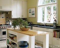 Contemporary style kitchen with room for plenty of cookbooks. Excellent.