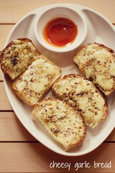 cheese garlic bread recipe with step by step photos - easy to make quick cheesy garlic bread. sharing this 15 minute cheese garlic bread recipe for the those folks who want a quick breakfast or brunch. on occasions, … Garlic Bread In Oven, Garlic Cheese Bread, Cheesy Garlic Bread, Garlic Bread Recipe Without Oven, Easy Bread Recipes, Snack Recipes, Cooking Recipes, Veg Recipes, Pizza Recipes