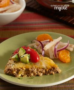 Find out how to make this Easy Baked Taco Pie. From ground beef and veggies to the dollop of sour cream on top, this Easy Baked Taco Pie has it all. Taco Pie Recipes, Quiche Recipes, Yummy Recipes, Kraft Recipes, Perfect Quiche Recipe, Best Mexican Recipes, Mexican Meals, Cheese Spread, Mets