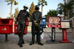 I Daft Punk mentre fanno cose di tutti i giorni