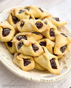 CORNULETE CU GEM Kitchen Recipes, My Recipes, Cake Recipes, Cooking Recipes, Churros, Profiteroles, Romanian Food, Prune, Macarons