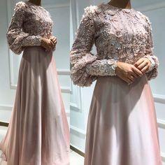 Dress Patterns Wedding New Looks Hijab Gown, Hijab Evening Dress, Hijab Dress Party, Evening Dresses, Iranian Women Fashion, Muslim Fashion, Hijab Fashion, Fashion Dresses, Iran Girls