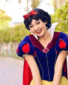 - ̗̀p i n t e r e s t: l o v e , d a i ♡ Walt Disney, Disney Day, Disney Magic, Disney Princess Snow White, Snow White Disney, Disney Costumes, Disney Outfits, Disney Poses, Snow White 2
