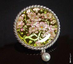 【楽天市場】【美しいシェル。o○】レトロな色合いの梅花と極上あこや本真珠 帯留め:しぇんま屋