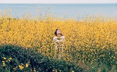 Wild Flower – Tim Barber (Webber Represents) captures Bambi Northwood-Blyth in the quintessential summer shoot for Muse Magazine's latest edition. Diane Arbus, Yellow Flowers, Wild Flowers, Pretty Flowers, Spencer Finch, Tim Barber, Muse Magazine, Girl Inspiration, Wild And Free