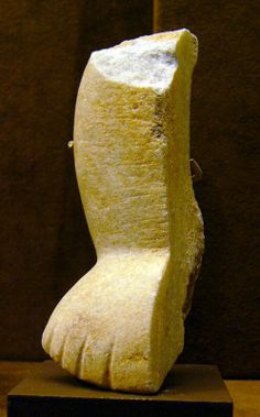 Fragment of a figurine of the canonical type (Spedos variety) marble Early Cycladic II period - Syros phase BC 3rd Millennium, Art Eras, Ancient Greek Art, Minoan, Prehistory, Bronze Age, Old Art, Antiquities, Art Museum