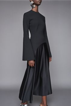 Discover the full Solace London collection of dresses with brand exclusives online now. Shop midi dresses, maxi dresses and gowns with UK next day or express global shipping. Lilac Dress, Dress Black, Long Sleeve Midi Dress, Classy Outfits, Hijab Fashion, Marie, Look, Women Wear, Gowns