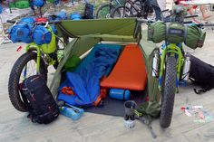 Pinguin-Outdoor_bike-camping-gear_AcePac-bike-bags_bivuac-tent-setup