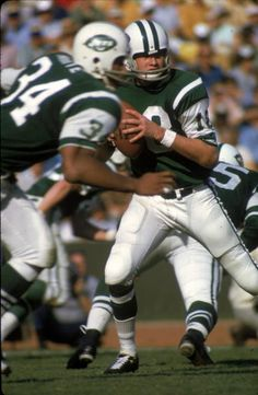 Quarterback Al Woodall of the New York Jets Jets Football, Nfl Football Players, Football Helmets, Football Moms, Football Photos, Sports Photos, Football Stuff, Joe Namath, Football Conference