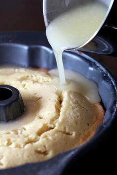 Good Lord, What is Butter Cake, and why haven't I made this yet? This Kentucky Butter Cake is CRAZY moist, buttery and coated with a sweet buttery glaze that crusts the outside and soaks into the cake making it amazing for days. Just Desserts, Delicious Desserts, Yummy Food, Amazing Dessert Recipes, Health Desserts, Food Cakes, Cupcake Cakes, Bundt Cakes, Carrot Cakes