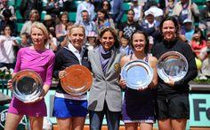 Arantxa Sanchez Vicario gets in on the photo op with the four women's Legends tournament finalists Jana Novotna, Martina Navratilova, Martina Hingis and Lindsay Davenport at Roland Garros 2012.
