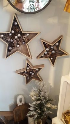 The Winning List Of Best Christmas Party Decoration Ideas Woodland Christmas, Christmas Star, Christmas Wood, All Things Christmas, Christmas Wreaths, Winter Christmas, Gold Christmas Decorations, Holiday Ornaments, Holiday Crafts
