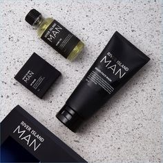 River Island MAN is the latest grooming range to hit the market. The English brand launches a lineup of carefully curated skincare essentials. Skincare Packaging, Beauty Packaging, Cosmetic Packaging, Design Packaging, Branding Design, River Island, Island Man, The Body Shop, Beauty Essentials
