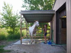 like this washroom / care area like this washrack/grooming area - Art Of Equitation Horse Arena, Horse Stables, Horse Farms, Rinder Stall, Show Cattle Barn, Horse Barn Designs, Barn Stalls, Horse Barn Plans, Horse Shelter