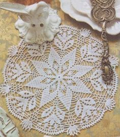 Hobby lavori femminili - ricamo - uncinetto - maglia: centrino