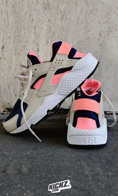 New Nike Air Huarache Colorways dropped in! - Fashion Ideas For Men - - New Nike Air Huarache Colorways dropped in! - Fashion Ideas For Men Souliers Nike, Basket Style, Huaraches Shoes, Basket Sport, Cute Sneakers, Hype Shoes, Fresh Shoes, Nike Air Huarache, Girls Shoes