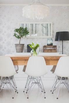 Beautiful dining room via the blog Saa Kurkistaa.
