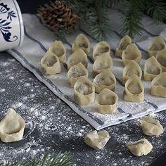 Na www.podniebienie.com przepis na grzybowe wigilijne uszka.🎄 #uszka #PodNiebienie #christmasiscoming #wigilia #święta #christmas #christmas2016 #foodporn #pornfood #foodie #foodphotography #polishblogger #wiemcojem #healthyeating #healthyfood #kuchnia #kitchen #cooking