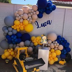 We loved styling this elegant white balloon garland. With touches of gold made this garland just heavenly! A huge… Balloon Garland, Balloon Decorations, Birthday Party Decorations, Construction Birthday Parties, Construction Party, Balloons Galore, Birthday Themes For Boys, 2nd Birthday, Yellow Balloons