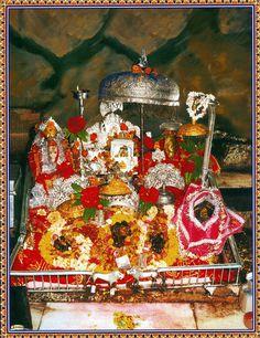 Vaishno Devi - Hindu Posters (Reprint on Paper - Unframed) Krishna Hindu, Mahakal Shiva, Krishna Statue, Hindu Deities, Vaishno Mata, Mata Vaishno Devi, Mata Rani, Maa Durga Image, Durga Kali