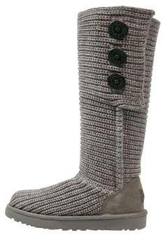 Collezione stivali Ugg Autunno Inverno 2016-2017   STIVALI IN LANA UGG  Stivali in lana grigia dalla collezione di scarpe Ugg autunno inverno 2016 2017.