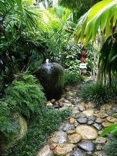 Warm Tropical Backyard Landscaping Ideas (65)