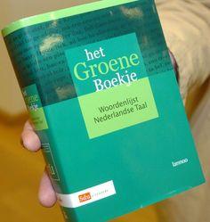 In oktober 2015 verschijnt het nieuwe Groene Boekje bij Van Dale: het is voor de helft dunner en bevat - hoera! - geen nieuwe spellingsregels.