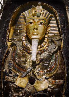 Intrinseco y expectorante: Fotografías en color del descubrimiento de la tumba de Tutankamón