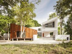 Mae Kao Canal House / EKAR & Full Scale Studio