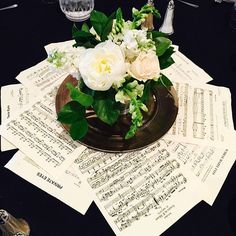 Who knew music could make beautiful decorations as well? Fabulous idea to use the sheet music as doilies. Music Centerpieces, Banquet Centerpieces, Banquet Decorations, Birthday Party Centerpieces, Wedding Centerpieces, Music Themed Parties, Music Party, 80th Birthday, Birthday Parties
