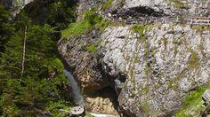 Wunderschöne Wolfsklamm in Stans - 354 Stufen, Holzstege und in Fels geschlagene Galerien über reißenden Wassermassen