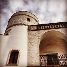 La Torre di Palazzo Amati, il palazzo che fa da mura al centro storico di Cisternino.