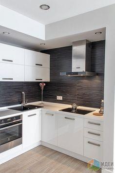 Белая угловая кухня 11 кв.м. в современном стиле со встроенной техникой после перепланировки (22 фото)