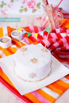 15 tartas de cumpleaños súper FÁCILES 15 tartas de cumpleaños fáciles y originales. Cómo hacer tartas de cumpleaños fáciles: tartas fáciles con números, con fondant, ¡y mucho más! Frozen Fondant, Galaxy Cake, Eat Happy, Number Cakes, Baby Party, Holidays And Events, Eat Cake, Cake Decorating, Bakery
