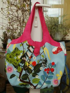 Amy Butler Cosmo bag pattern. Great pattern although it ended up quite a big bag. And yes it's Ikea fabric!