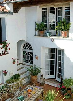 Le plus récent Instantanés mediterranean Style Architectural Astuces Mediterranean Style Homes, Spanish Style Homes, Mediterranean House Exterior, Spanish House Design, Mediterranean Architecture, Spanish Architecture, Spanish Revival, Spanish Exterior, Spanish Colonial Homes