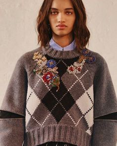 Embroidery Clothes Couture Alexander Mcqueen 38 Ideas For 2019 Knitwear Fashion, Knit Fashion, Fashion Face, Textiles, Pullover Upcycling, Chunky Knitwear, Embroidery On Clothes, Cool Sweaters, Mode Inspiration