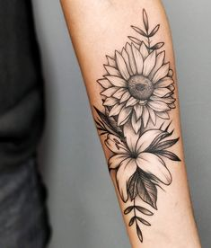 Spoiler Alert] In this post you will find 25 artists from 15 different cities throughout Brazil and 75 pictures of tattoos that are as beautiful as flowers . ❤ The floral tattoos are as successful: in . Hibiscus Flower Tattoos, Lily Flower Tattoos, Sunflower Tattoos, Flower Tattoo Designs, Vine Tattoos, Forarm Tattoos, Leg Tattoos, Body Art Tattoos, Tatoos