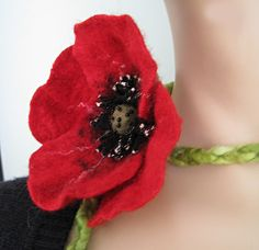 Hand felted poppy flower necklace brooch belt por ChicComplement, $45,00