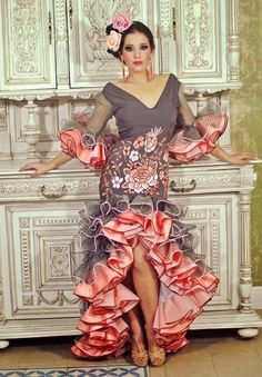 Flamenca Flamenco Costume, Flamenco Dancers, Flamenco Dresses, Hot Outfits, Dance Outfits, Spanish Dress, Spanish Dancer, Flamingo Dress, Frill Dress