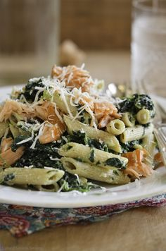 - Pasta med Spinat, Ricotta og Varmrøykt Laks - pasta with spinach, ricotta and hot-smoked salmon Fall Recipes, Healthy Recipes, Healthy Food, Food Plus, Salmon Pasta, Always Hungry, Fish Dishes, Pasta Recipes, Italian Recipes