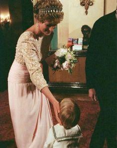 Princess Diana Dresses, Princess Diana Photos, Princes Diana, Spencer Family, Diana Spencer, Kate And Meghan, Before Marriage, Prince Of Wales, Lady Diana