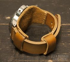 ILYA ZEMSKOV HAND MADE. Изделия из кожи. | ВКонтакте Diy Leather Pouches, Leather Wallet, Leather Workshop, Leather Tooling Patterns, Leather Holster, Bracelet Cuir, Leather Watch Bands, Leather Accessories, Leather Working