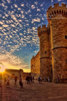 Old Town of Rhodes – The Grand Magister Palace Altstadt von Rhodos – Der Großmagisterpalast Rhodes Island Greece, Greece Islands, Places To Travel, Places To See, Greece Photography, Scenic Photography, Night Photography, Photography Tips, Landscape Photography
