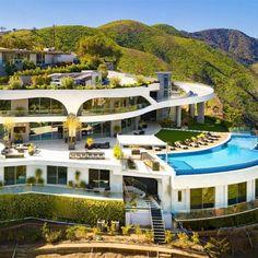 Mega Mansions, Mansions Homes, Travis Scott, Villas, Brentwood Los Angeles, Decks, Millionaire Homes, Brick In The Wall, House Ideas