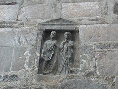 epigrafe funeraria di Lucio Mario Africano e della moglie Herennia, campanile Cattedrale di Teano