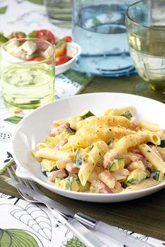 TRY_Pasta uit de oven met ham en courgette Penne, Pizza Wraps, Cooking For Dummies, Caesar Pasta Salads, Pot Pasta, Food Test, Buffet, Food Photo, Food Inspiration
